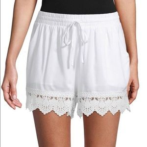 Moon River Scallop Lace Shorts Size M   white